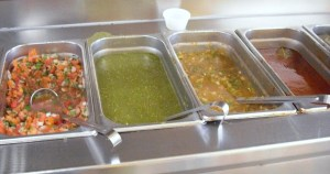 taco-miendo-salsa-bar